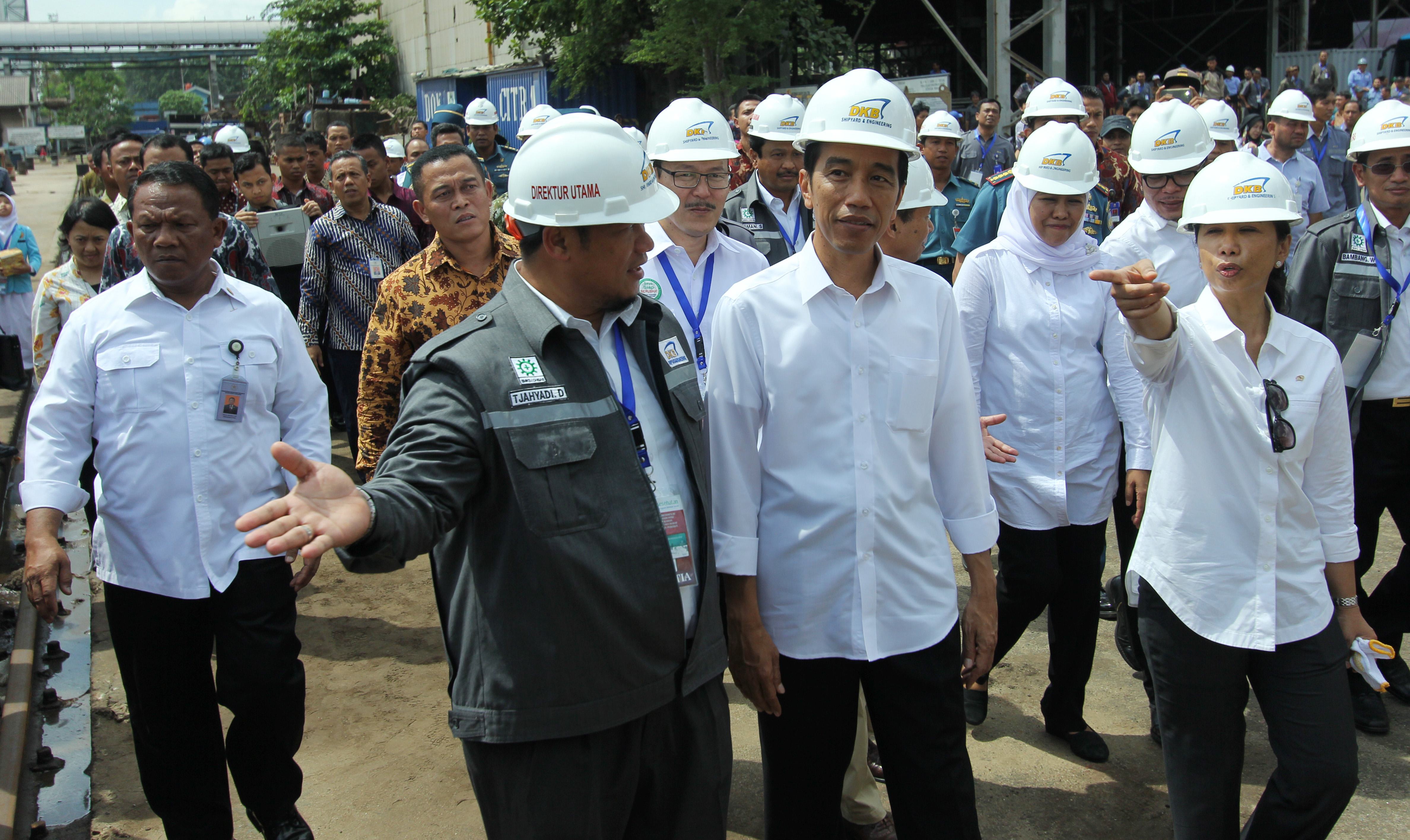 Presiden Bersama Menteri BUMN di dampingi Dirut PT, presiden sampaikan sudah saatnya Indonesia bisa membuat Kapal Selam Sendiri