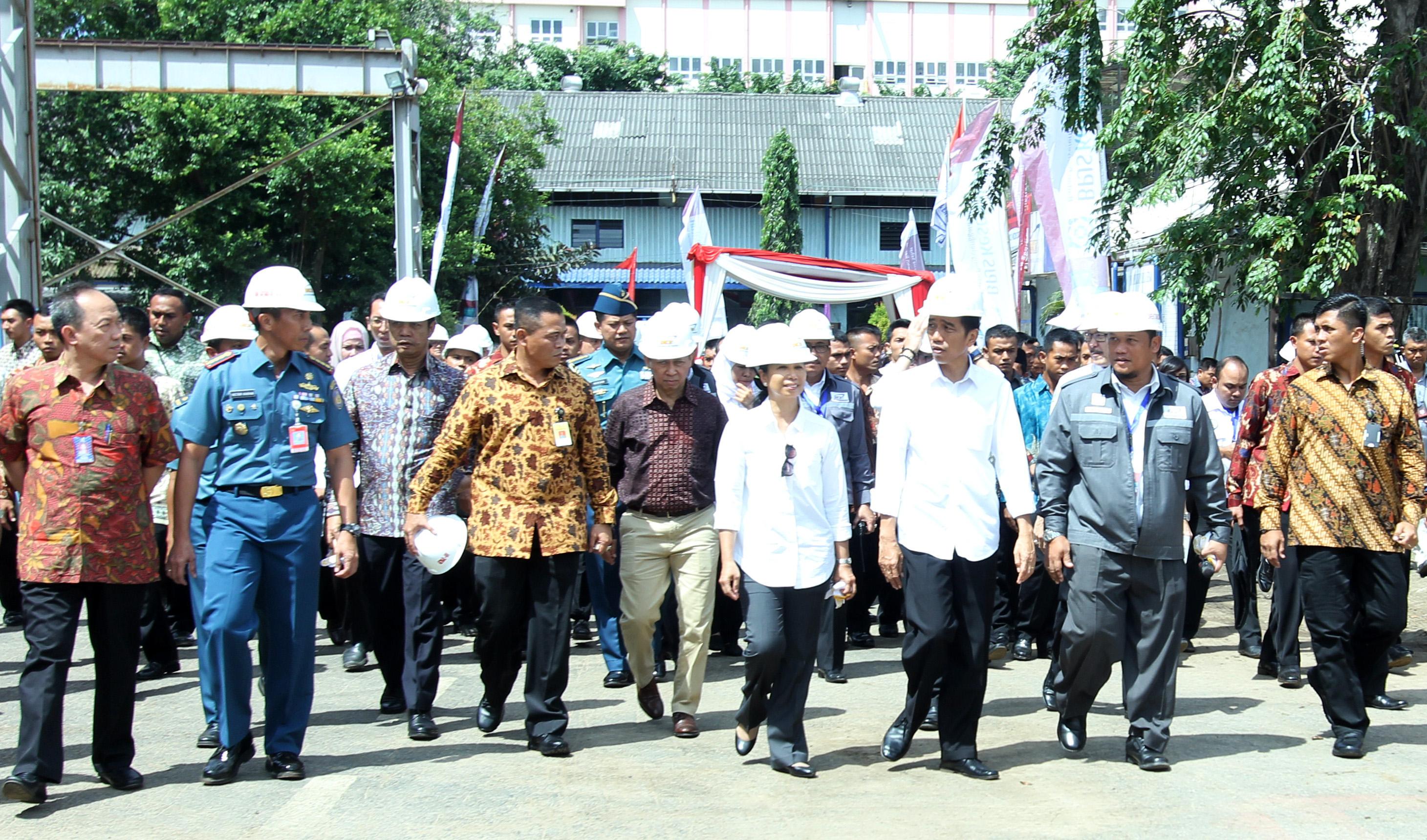 Presiden Jokowi Usai Penyerahan KIS Meninjau PT Dok dan Perkapalan Kodja Bahari yang sudah berdiri sejak tahun 1967