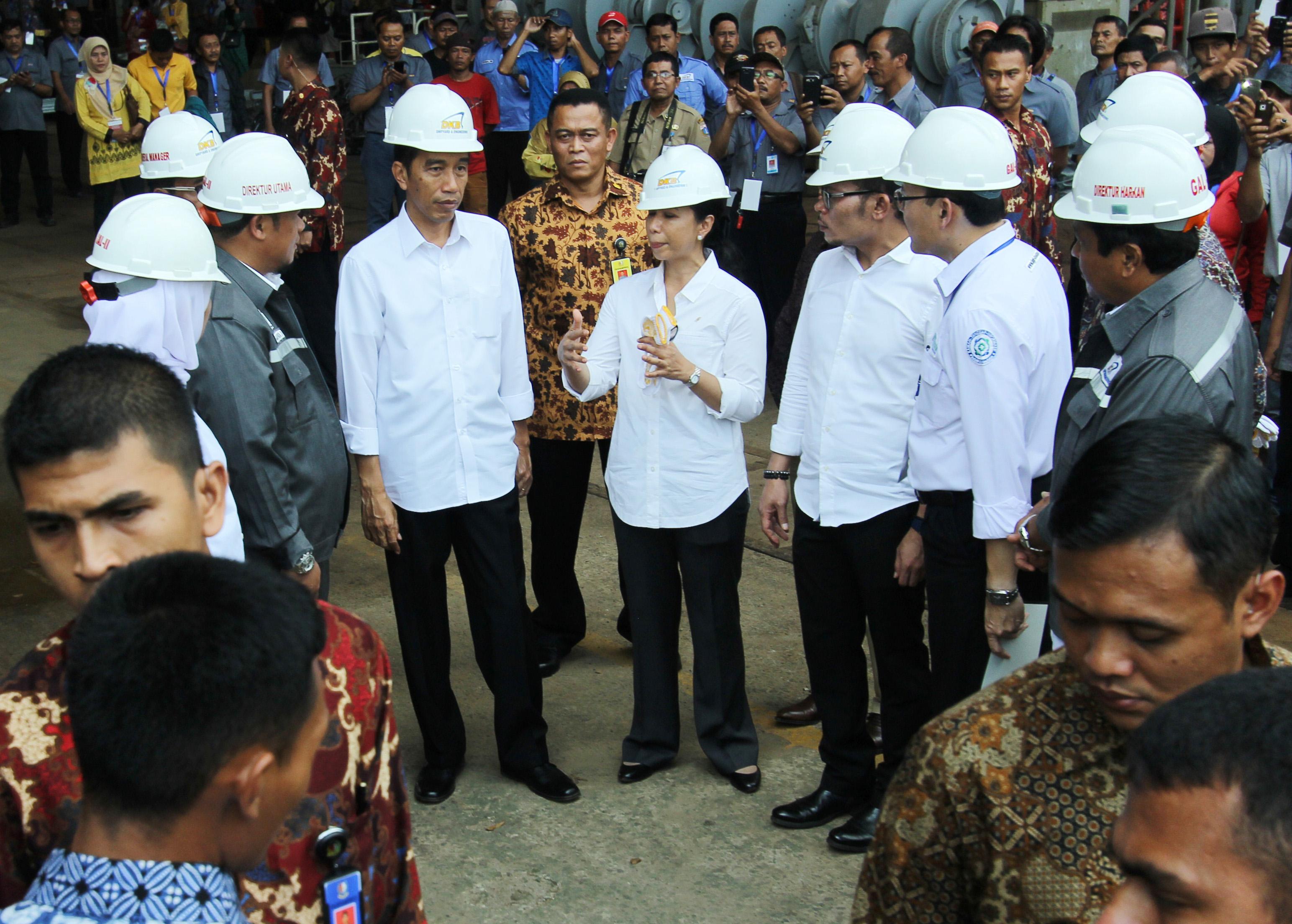 Presiden Jokowi bersama beberapa Menteri dan Dirut Lakukan Peninjauan PT Dok dan Perkapalan Kodja Bahari