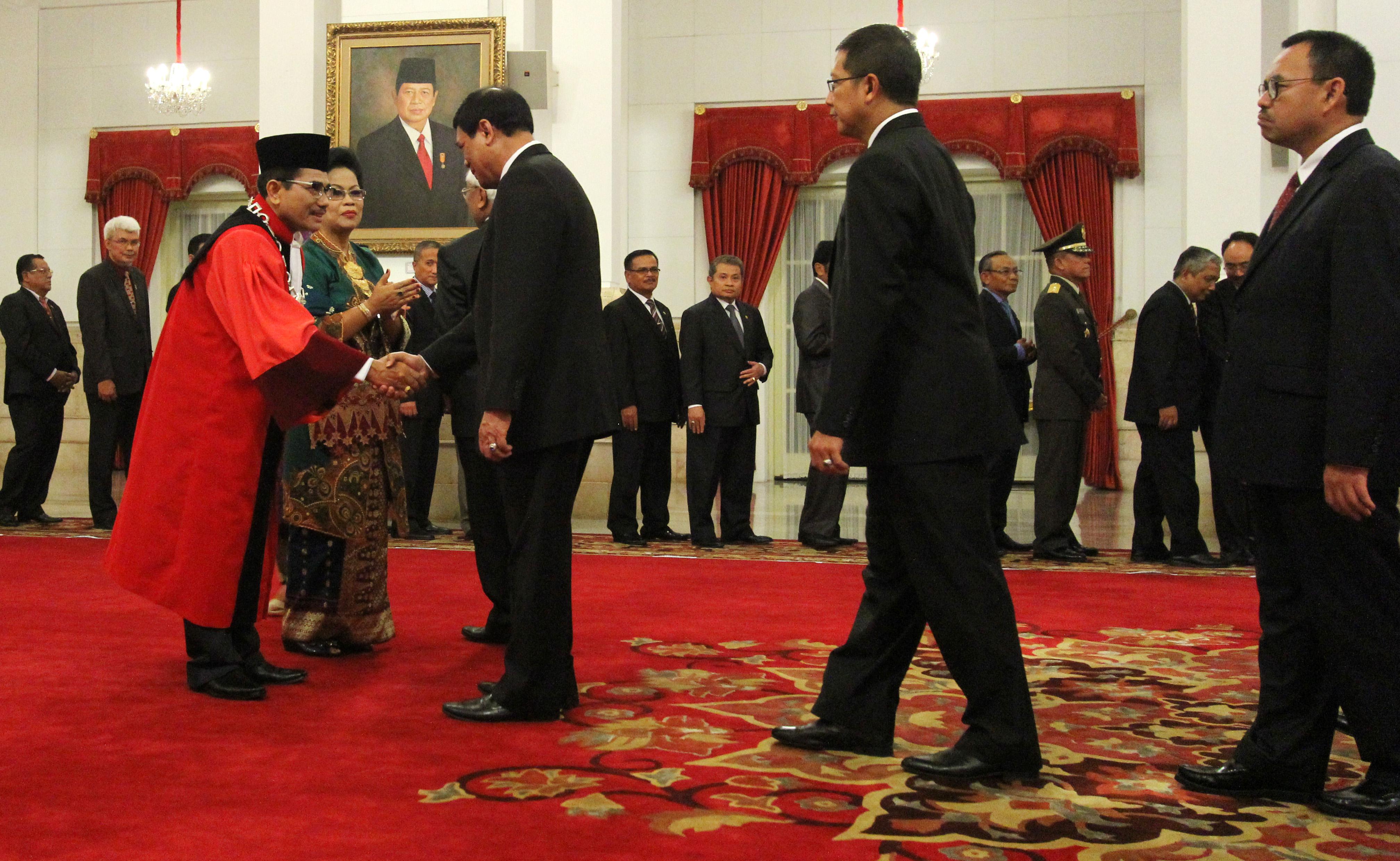 Sejumlah Menteri Kabinet Kerja Memberikan Ucapan Selamat kepada Ketua Hakim Konstitusi Manahan Sitompul