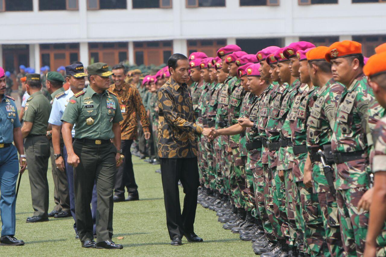 Hasil gambar untuk Presiden berterima kasih kepada TNI