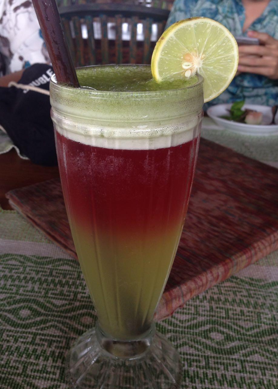 Minuman Paddy Sunset Juice, paduan teh rosella, mint, dan madu, dapat dinikmati di Sari Organik Cafe (Photo: Fanny Sue/ Vibizmedia.com)
