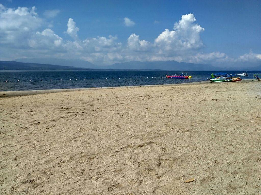 Keindahan Pantai Lumban Bulbul, Danau Toba, Balige, dengan pasir putihnya (Photo: Yudi Sinambela/ Vibizmedia.com)