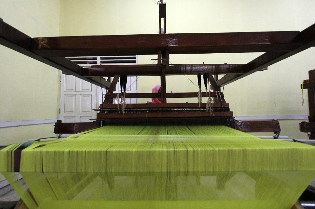 """""""Kik"""", alat tenun yang dapat menghasilkan kain tenun Siak di Provinsi Riau (Photo: Mark Sinambela/ Vibizmedia.com)"""